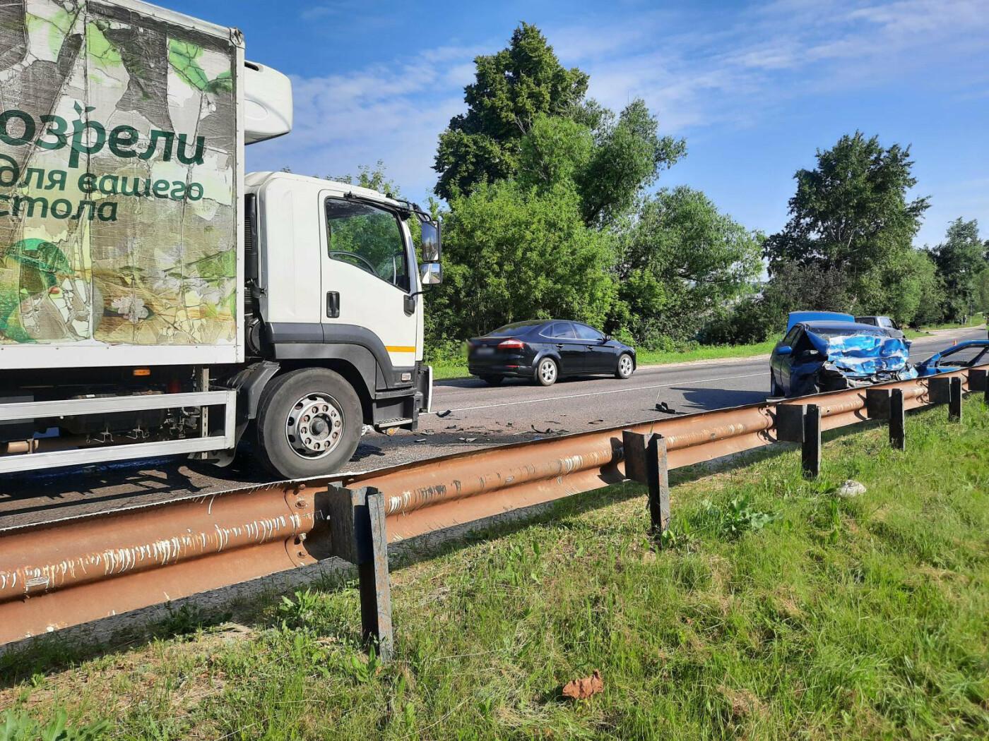 В Моршанском районе столкнулись две легковушки и грузовик, фото-3