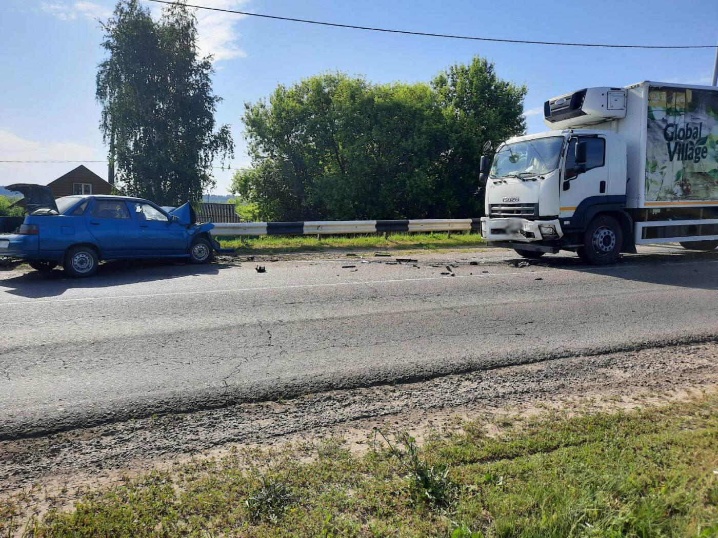 В Моршанском районе столкнулись две легковушки и грузовик, фото-2