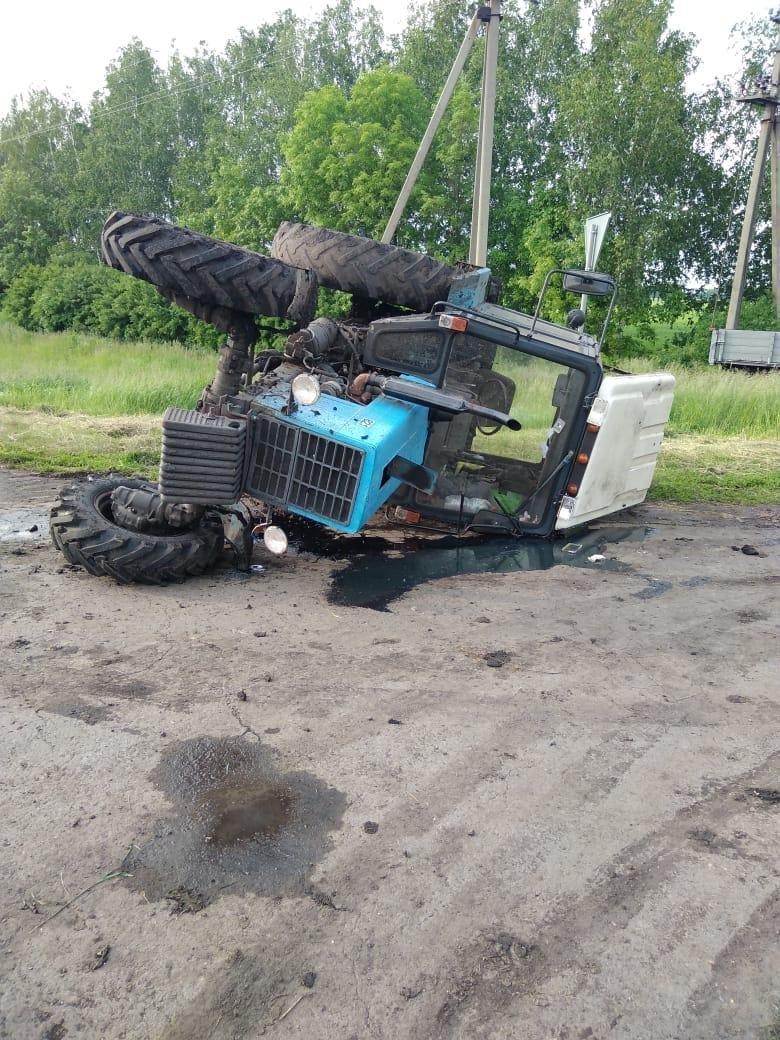 Под Тамбовом трактор врезался в легковушку, фото-3