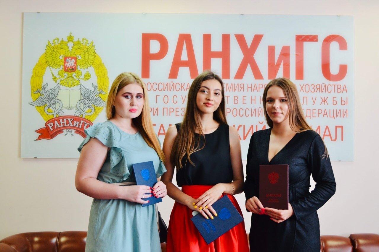 В Тамбовском филиале РАНХиГС состоялось вручение дипломов выпускникам направлений подготовки «Юриспруденция» и «Экономика», фото-2