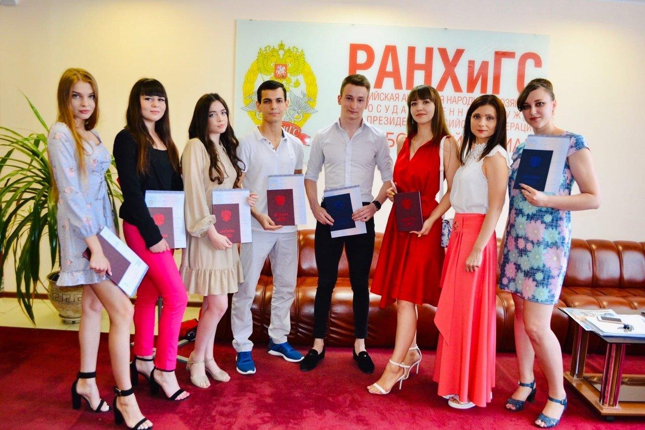 В Тамбовском филиале РАНХиГС состоялось вручение дипломов выпускникам направлений подготовки «Юриспруденция» и «Экономика», фото-3