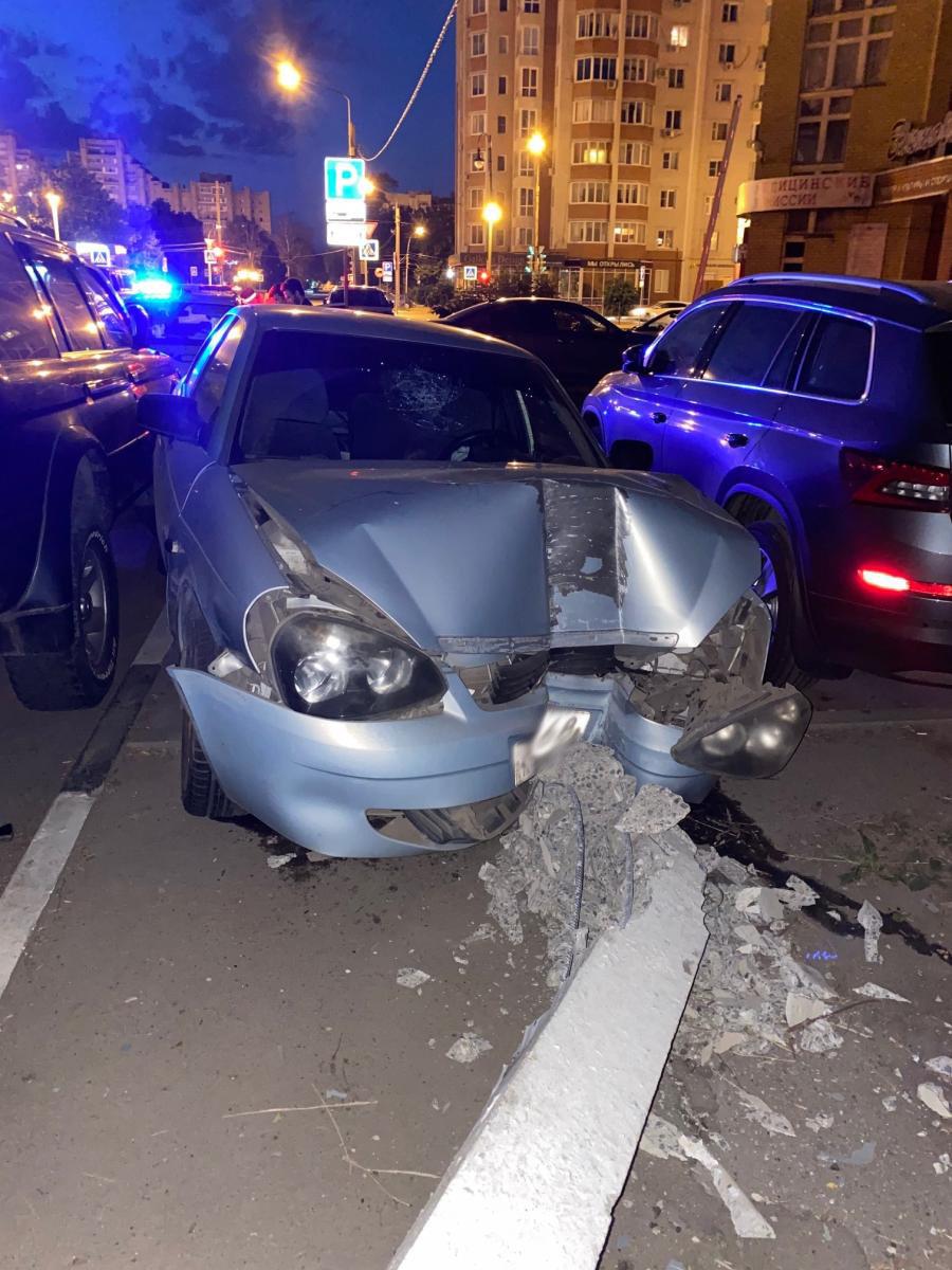 В Тамбове пьяный водитель разбил три автомобиля и снес столб, фото-2