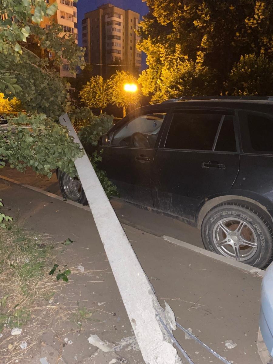 В Тамбове пьяный водитель разбил три автомобиля и снес столб, фото-1