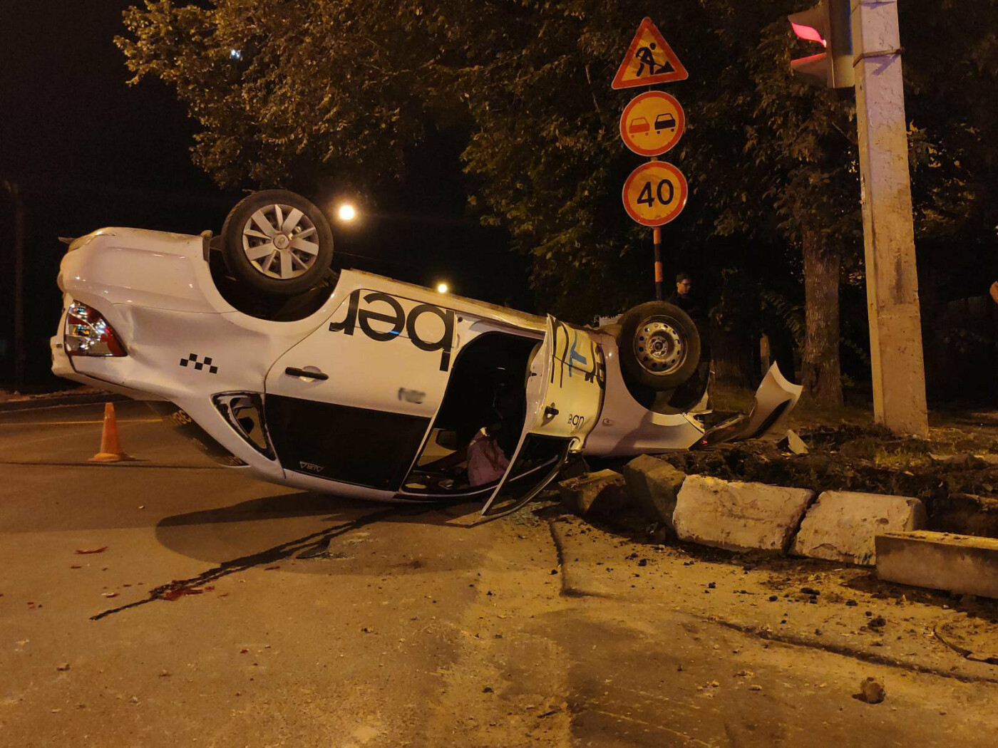 В Тамбове перевернулся автомобиль такси, фото-2